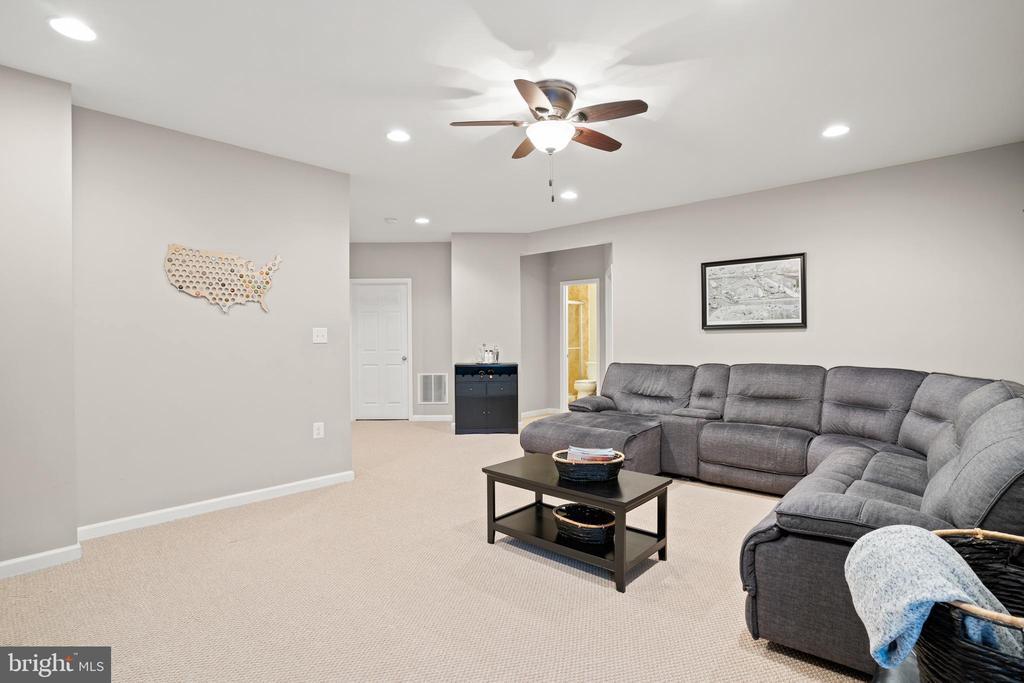 Rec room area is perfect for movie night! - 41959 ZIRCON DR, ALDIE