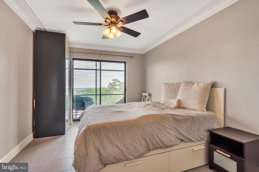 Spacious and Sunlit Bedroom - 3217 WISCONSIN AVE NW #7C, WASHINGTON