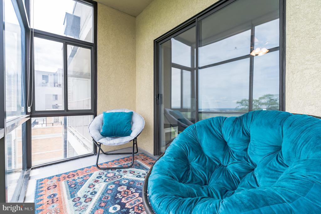 Enclosed Sunroom - 3217 WISCONSIN AVE NW #7C, WASHINGTON