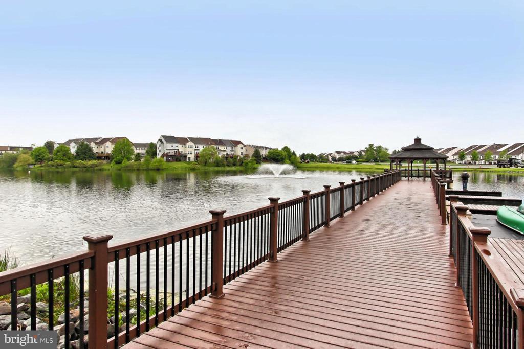 Stroll on the Dock on Pavilion Lake - 44043 CHOPTANK TER, ASHBURN