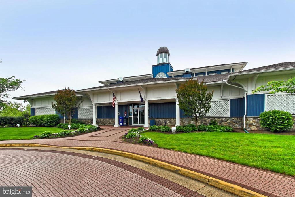 Amenity Filled Ashburn Village Sports Pavilion - 44043 CHOPTANK TER, ASHBURN