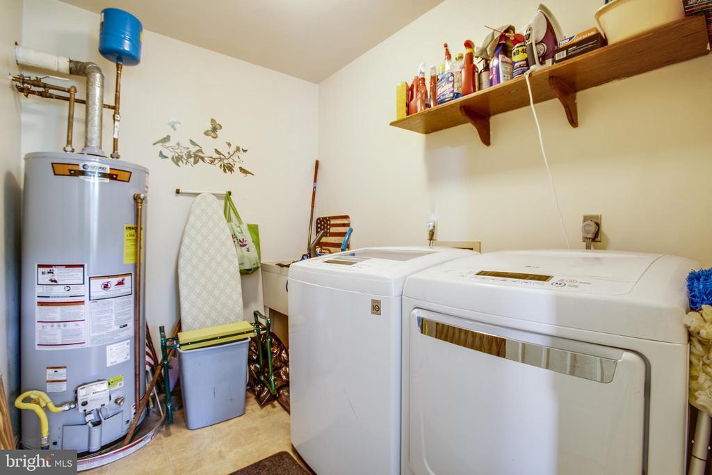 Laundry/Mudroom w/lge utility sink - 10908 C E O CT, FREDERICKSBURG