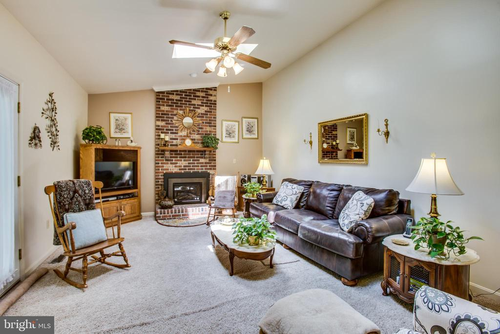 Large family room w/vaulted ceiling and fireplace - 10908 C E O CT, FREDERICKSBURG