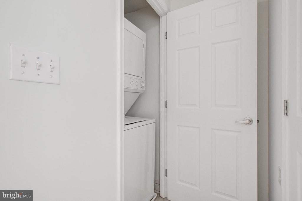Washer/dryer - 2726 GALLOWS RD #201, VIENNA