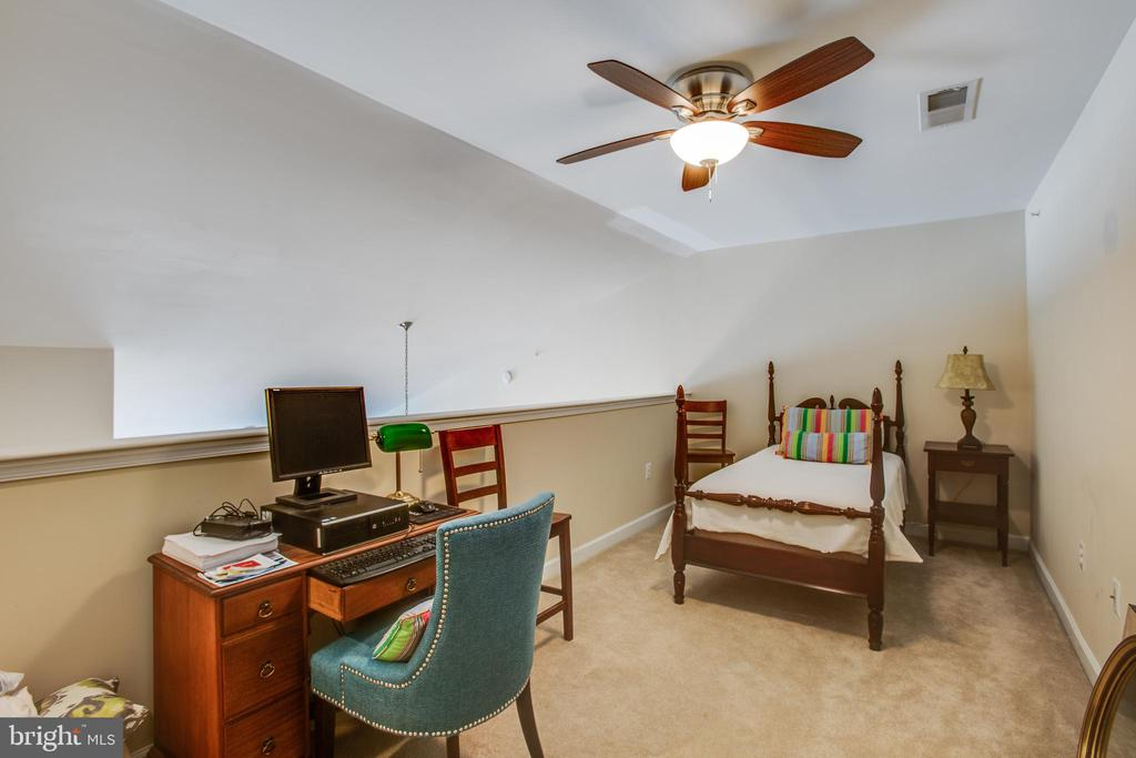 Loft could be a 3rd BR area or office/study area - 701-302 COBBLESTONE BLVD #302, FREDERICKSBURG