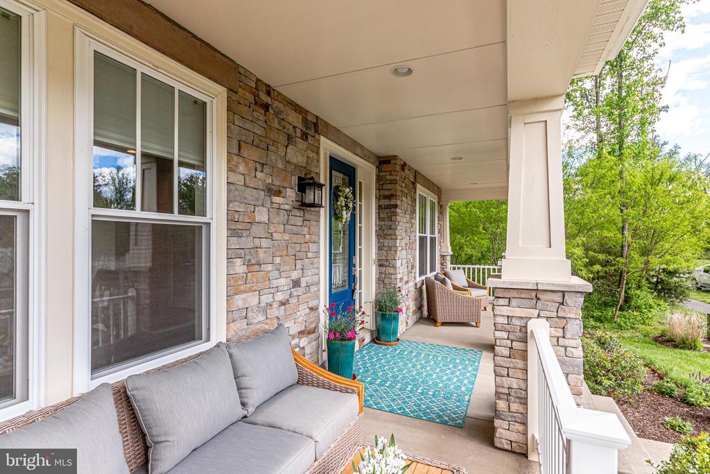 Front Porch - 41062 LYNDALE WOODS DR, ALDIE