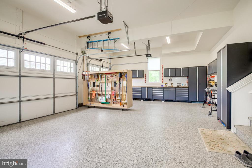 Garage - 41062 LYNDALE WOODS DR, ALDIE