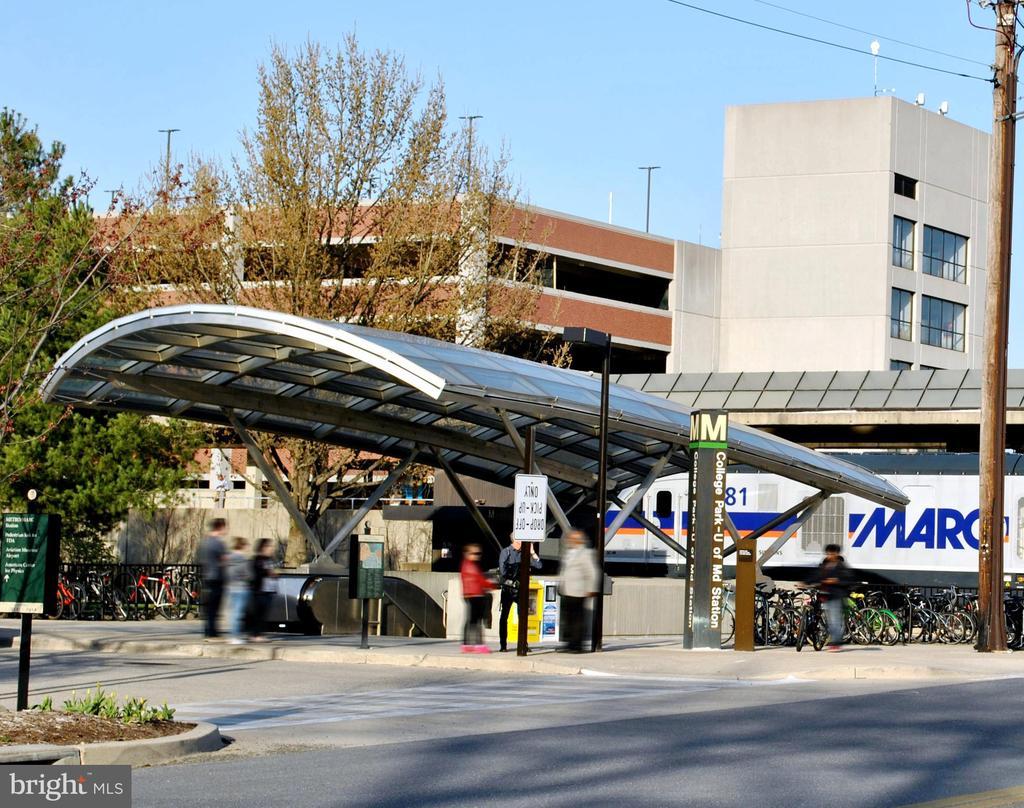 Close to College Park metro stop - 4437 WELLS PKWY, UNIVERSITY PARK