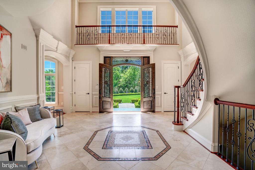Grand Foyer Reception Seating - 8334 ALVORD ST, MCLEAN