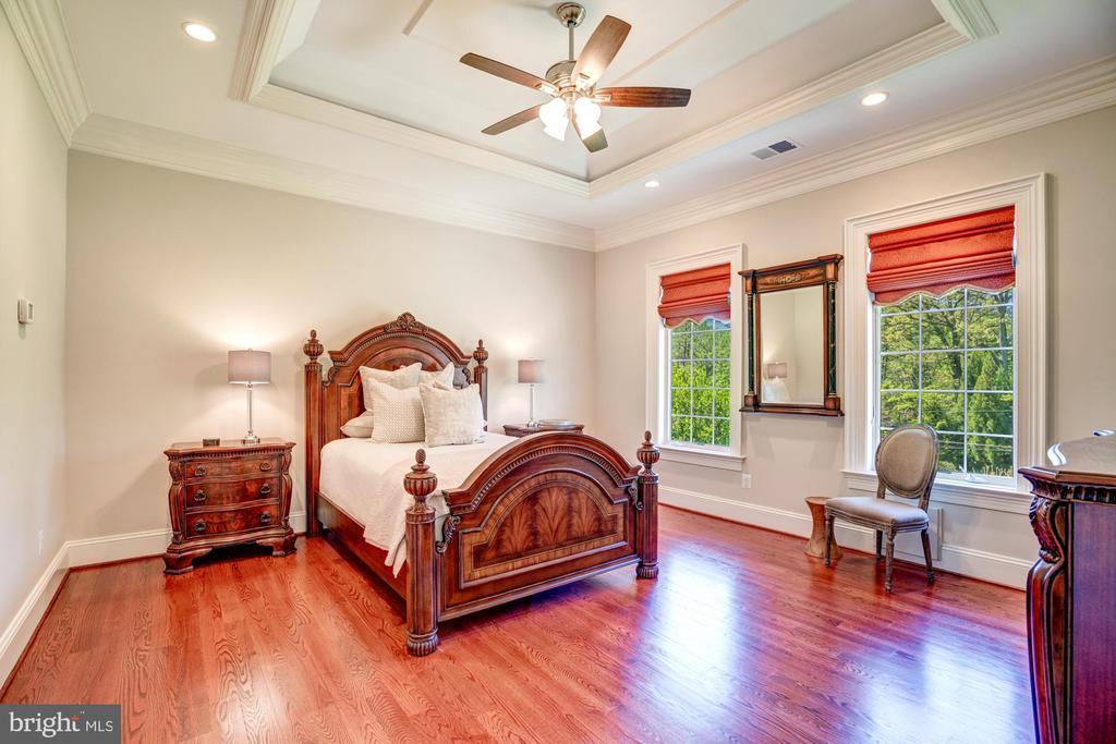 En-suite Guest Bedroom 3 - 8334 ALVORD ST, MCLEAN