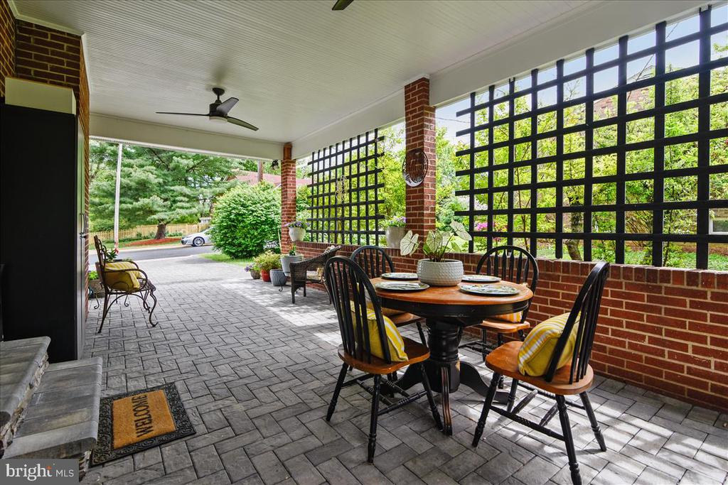 Car port used as outdoor living space - 119 WOODBERRY RD NE, LEESBURG