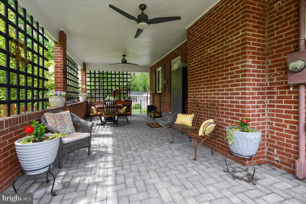 Two ceiling fans make this space comfortable - 119 WOODBERRY RD NE, LEESBURG