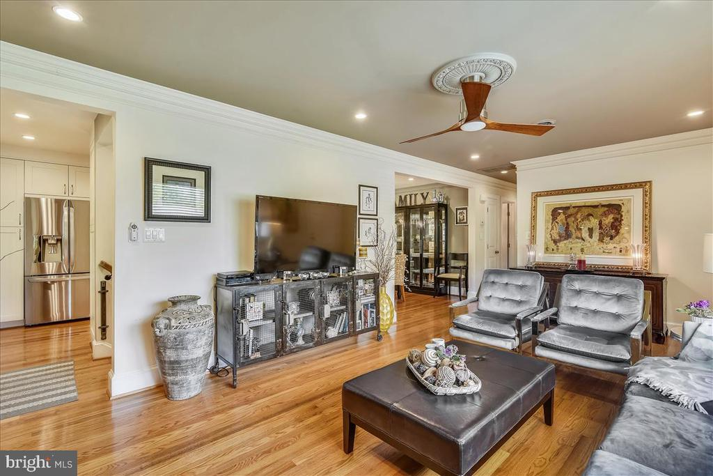 Another view of living room - 119 WOODBERRY RD NE, LEESBURG
