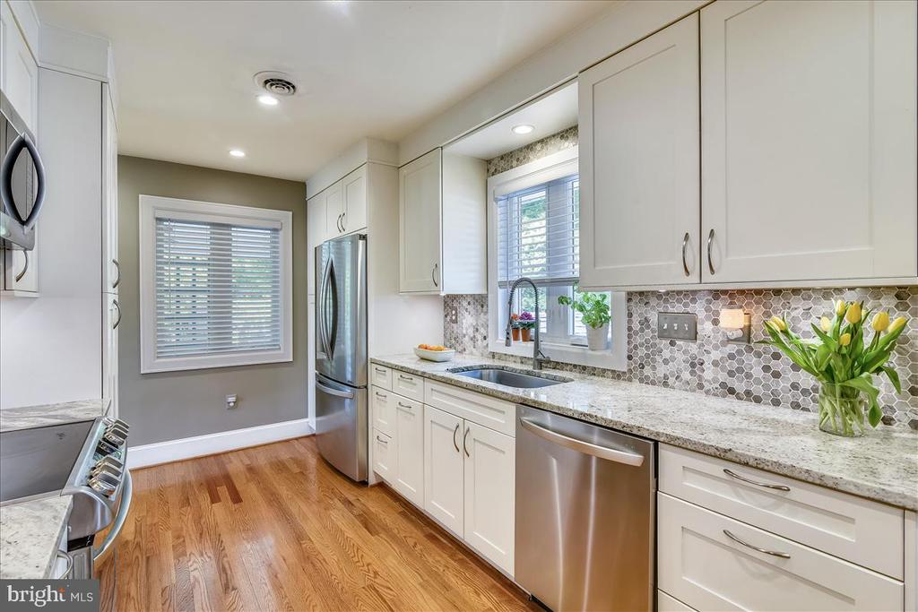 Renovated kitchen, lots of white cabinetry - 119 WOODBERRY RD NE, LEESBURG