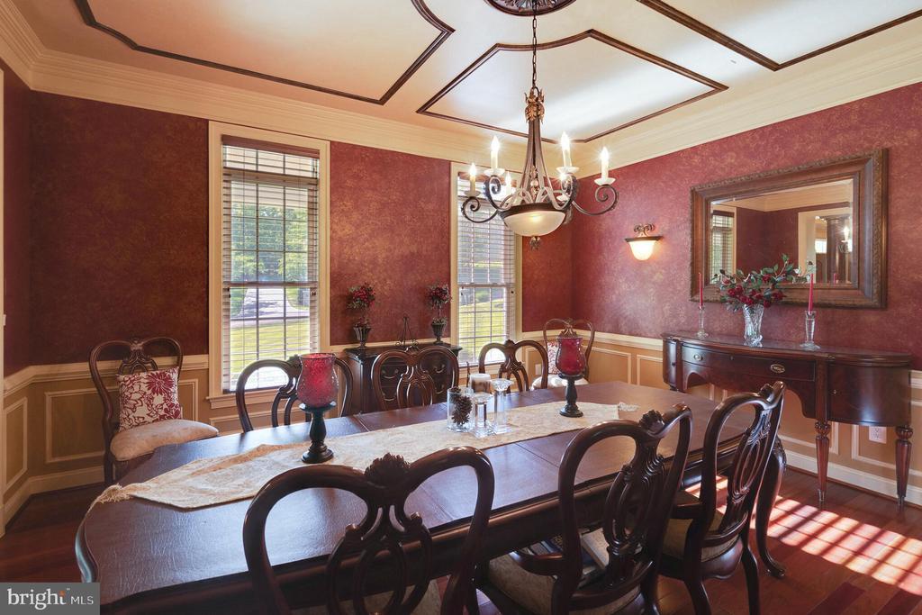 Elegant dining room - 147 STEFANIGA FARMS DR, STAFFORD