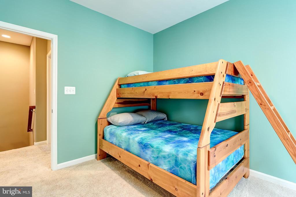 Bedroom 2 - 42238 PALLADIAN BLUE TER, BRAMBLETON