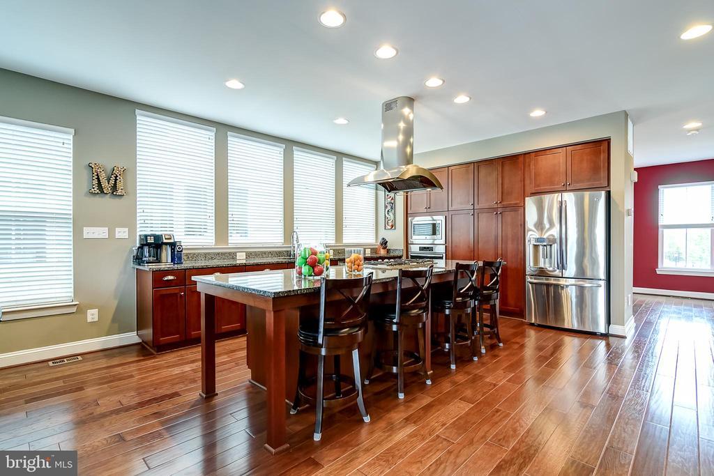 Open kitchen - 42238 PALLADIAN BLUE TER, BRAMBLETON