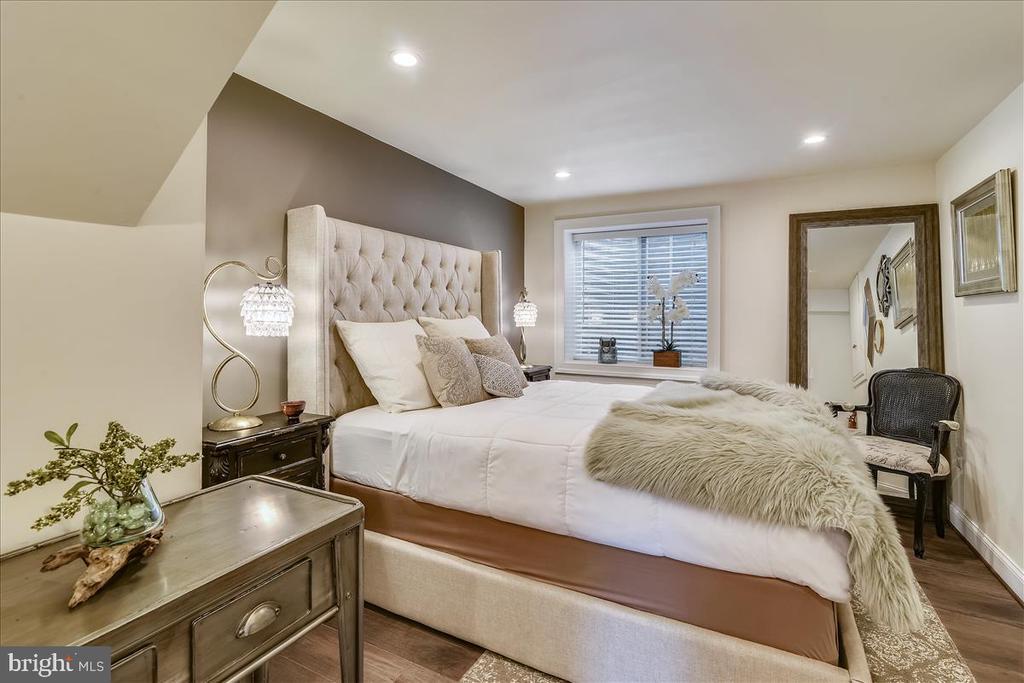 4th bedroom in lower level - 119 WOODBERRY RD NE, LEESBURG