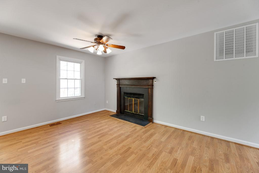 Fireplace in the breakfast nook - 13406 PARCHER AVE, HERNDON