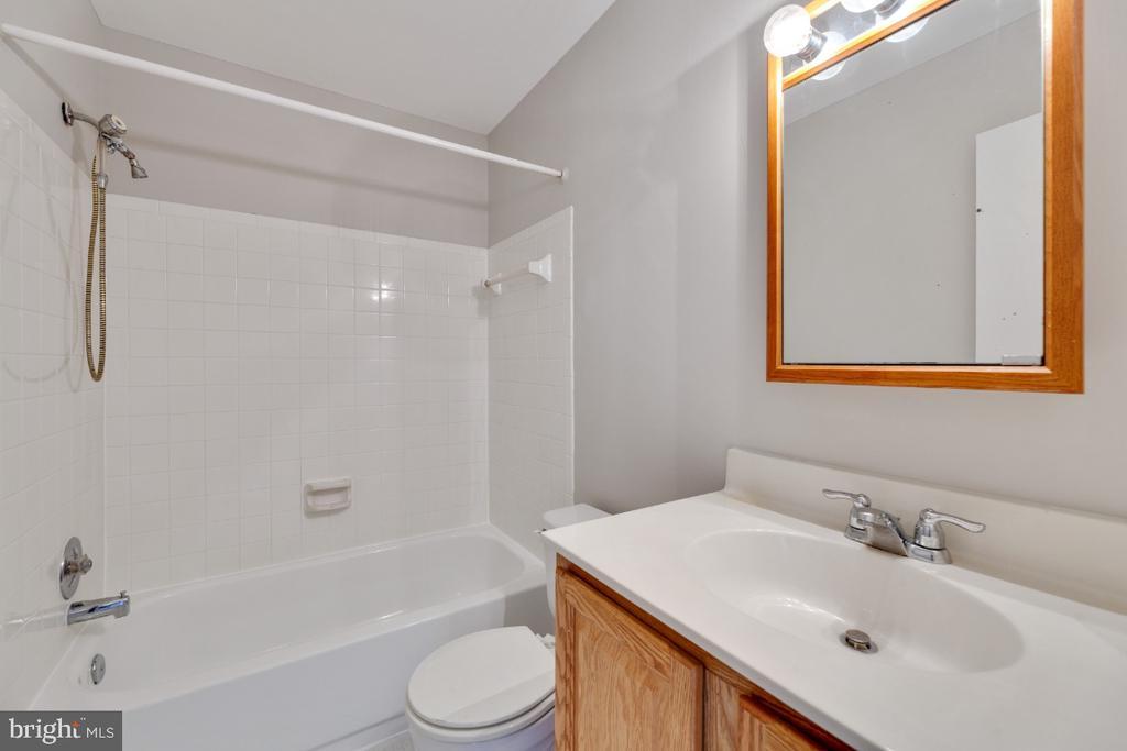 Master Bath - 13406 PARCHER AVE, HERNDON