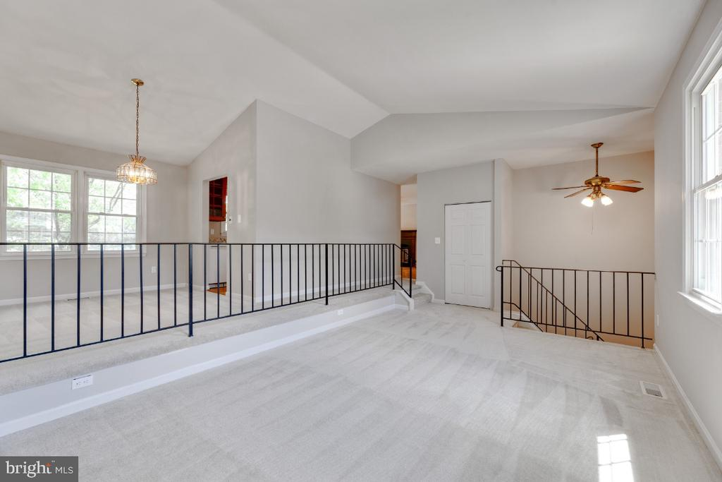 Spacious light filled family room - 13406 PARCHER AVE, HERNDON