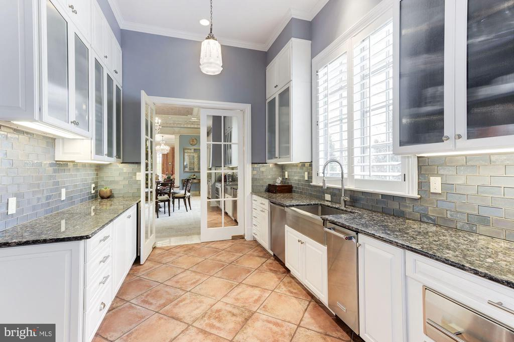 Enormous Counter Space & Dual Dishwashers - 2221 30TH ST NW, WASHINGTON