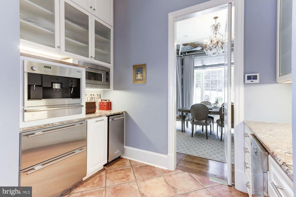 Kitchen Warming Ovens 7 Coffee Station - 2221 30TH ST NW, WASHINGTON