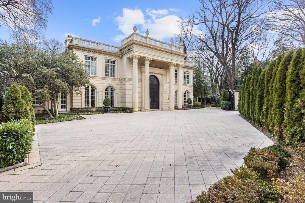 Private Gated Entry to Motor Court - 2221 30TH ST NW, WASHINGTON