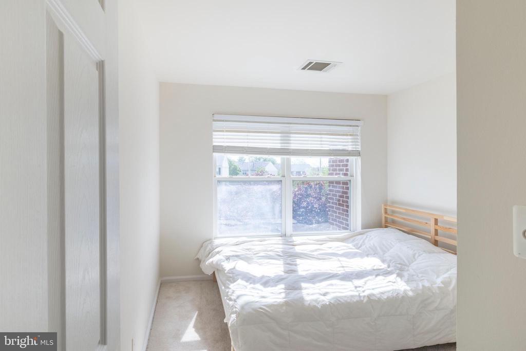 3 rd bedroom on 3rd floor - 21513 WELBY TER, BROADLANDS