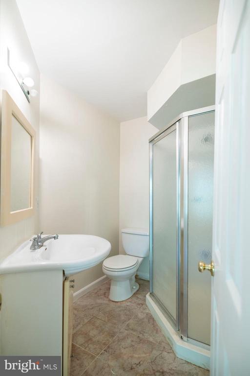 Full bath on main level - 21513 WELBY TER, BROADLANDS