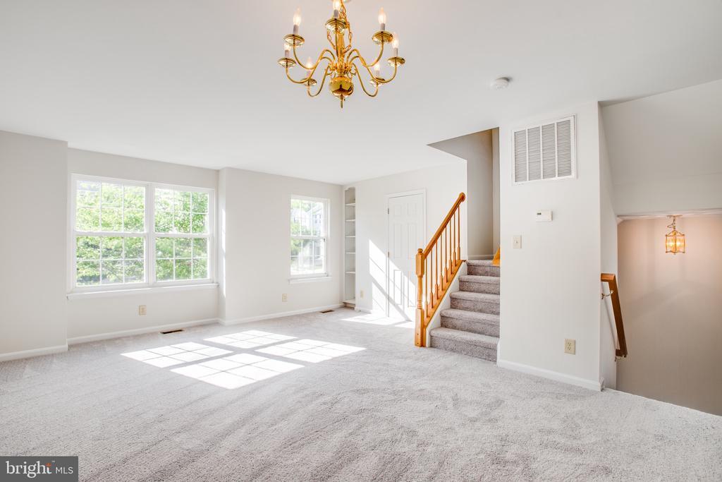 Main Level Living Room - 11317 WYTHEVILLE LN, FREDERICKSBURG