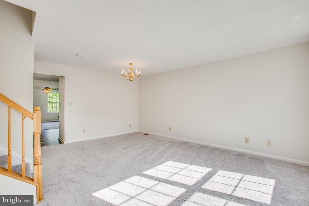 Main Level Living Room Off Kitchen - 11317 WYTHEVILLE LN, FREDERICKSBURG