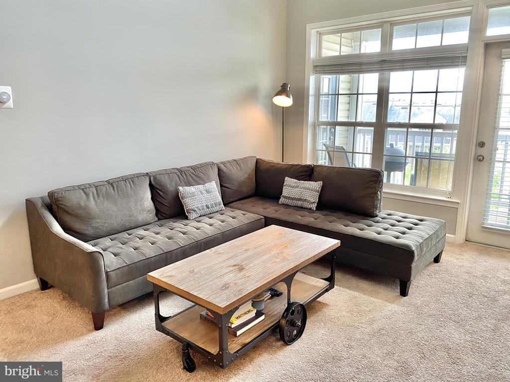 Living Room - 501 SUNSET VIEW TER SE #407, LEESBURG