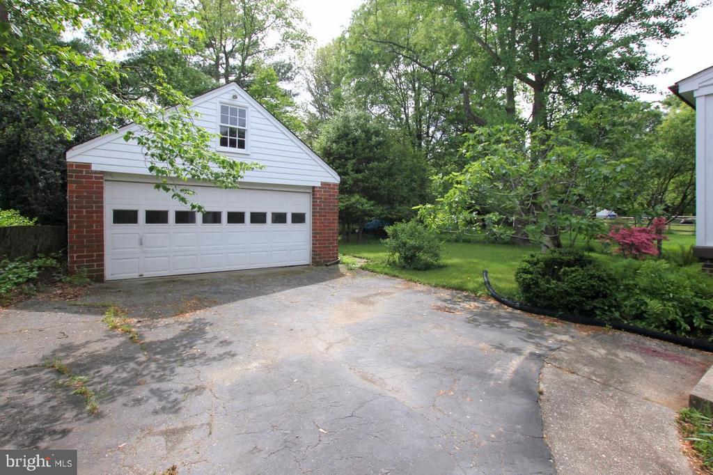 Two car garage - 4437 WELLS PKWY, UNIVERSITY PARK