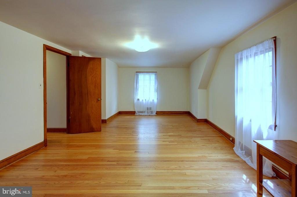 Second bedroom on upper floor - 4437 WELLS PKWY, UNIVERSITY PARK