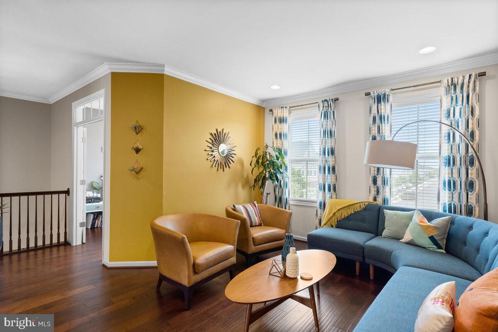 Living room w/ access to Flex Room/Office Space - 23636 SAILFISH SQ, BRAMBLETON