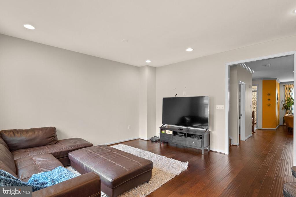 Family Room and Hallway - 23636 SAILFISH SQ, BRAMBLETON
