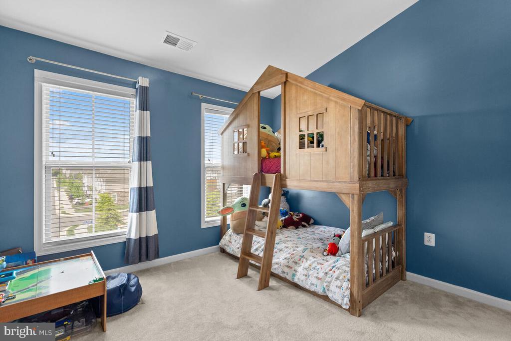 Bedroom #2 with vaulted ceilings! - 23636 SAILFISH SQ, BRAMBLETON