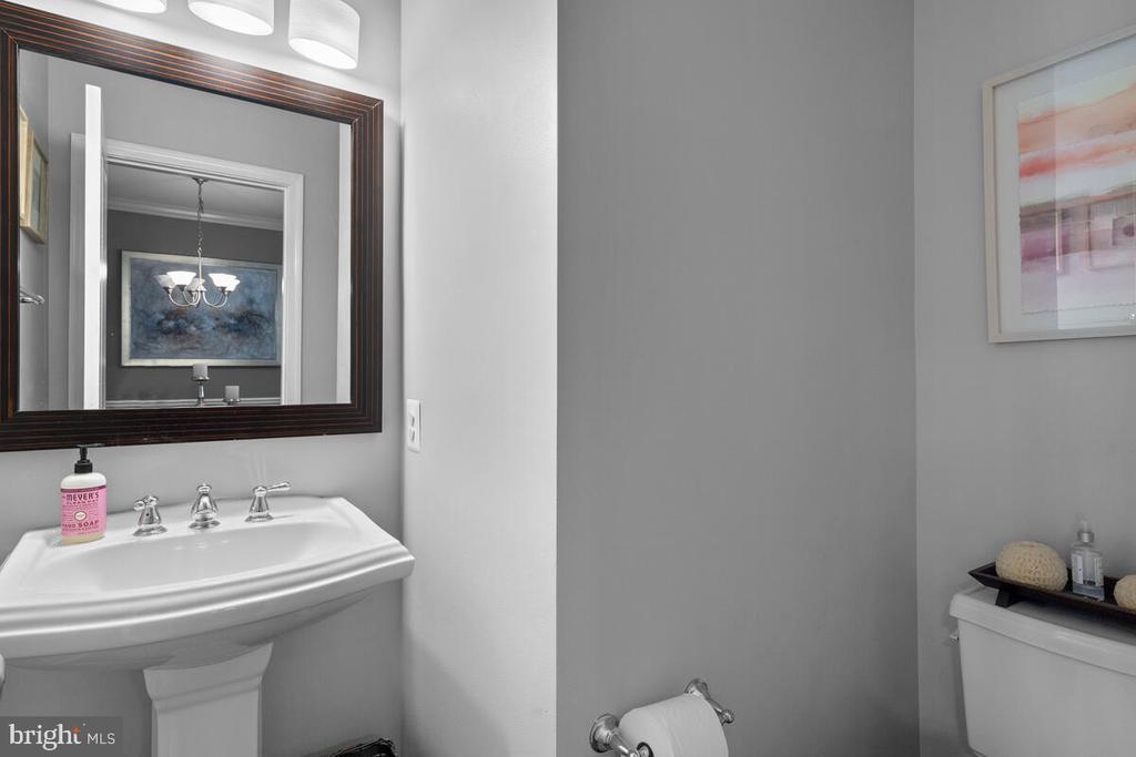 Powder Room - 23636 SAILFISH SQ, BRAMBLETON