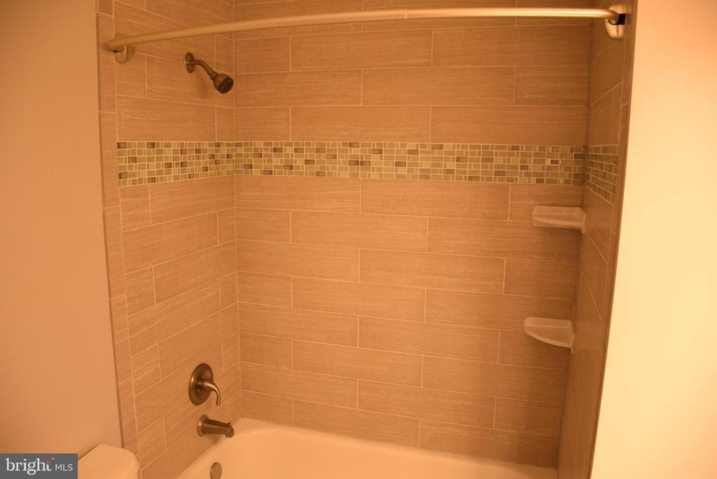 Primary Bathroom - Updated in 2018 - 44188 MOSSY BROOK SQ, ASHBURN