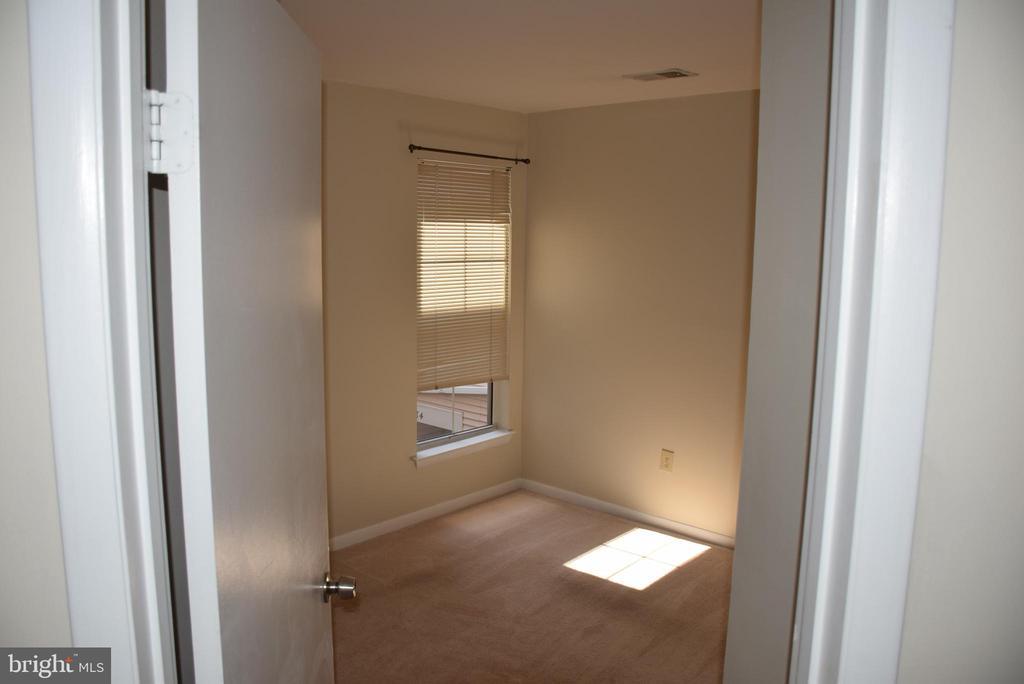 Cozy Third Bedroom - 44188 MOSSY BROOK SQ, ASHBURN