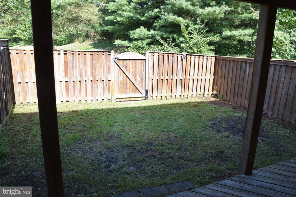 Fully Fenced Backyard - 44188 MOSSY BROOK SQ, ASHBURN
