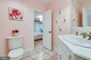 Full bathroom off bedroom #3 - 1904 MALLINSON WAY, ALEXANDRIA