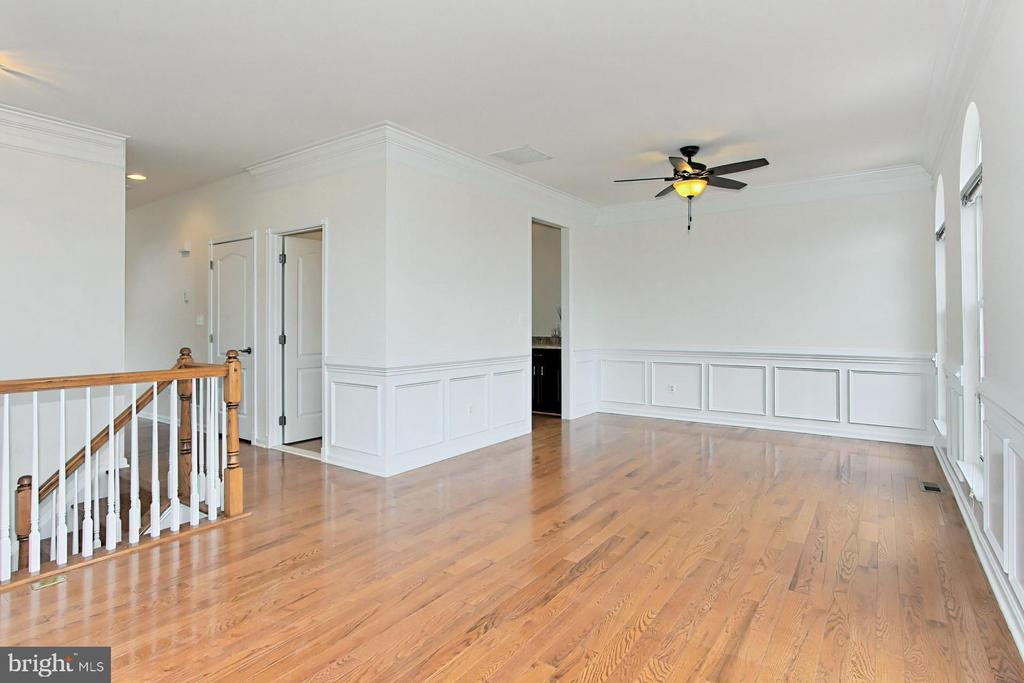 Don't Miss the Details - 42329 CAPITAL TER, CHANTILLY