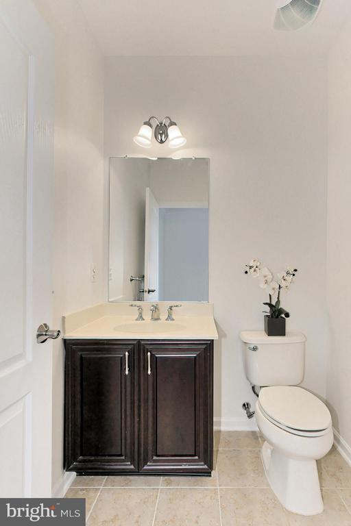 Perfect Powder Room on Main Level - 42329 CAPITAL TER, CHANTILLY