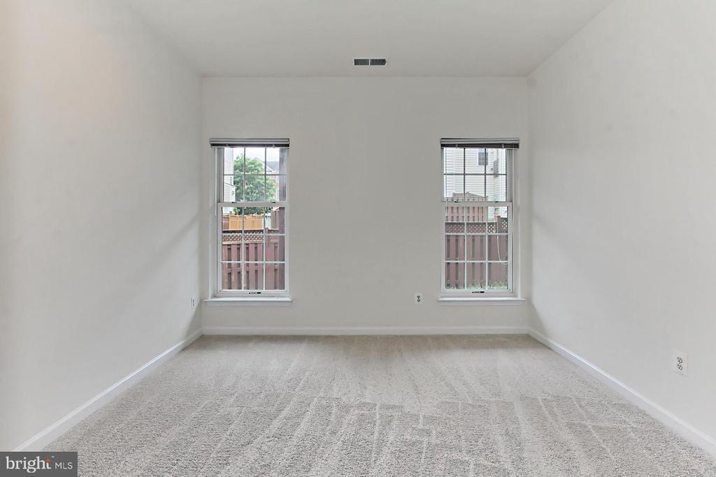 Bump-Out on Lower Lvl could be used as 4th Bedroom - 42329 CAPITAL TER, CHANTILLY