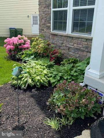 Professionally maintained landscaping - 23 TAYLORS HILL WAY, FREDERICKSBURG