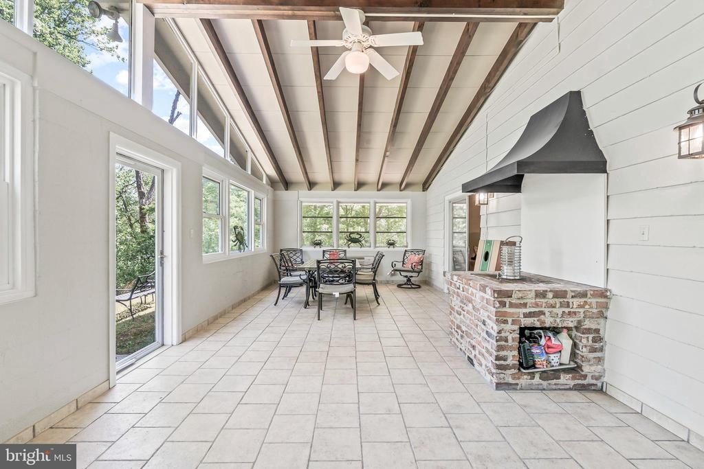 Brick fireplace grill in Sunroom - 5898 COVE HARBOUR, KING GEORGE