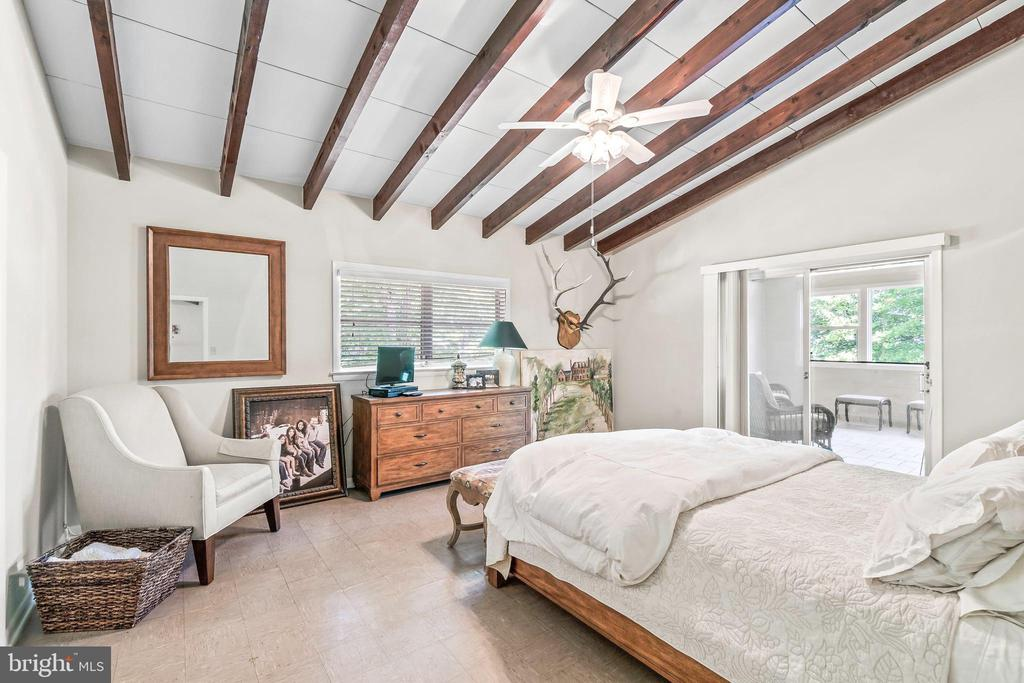 Master/Primary Bedroom with access to sunroom - 5898 COVE HARBOUR, KING GEORGE
