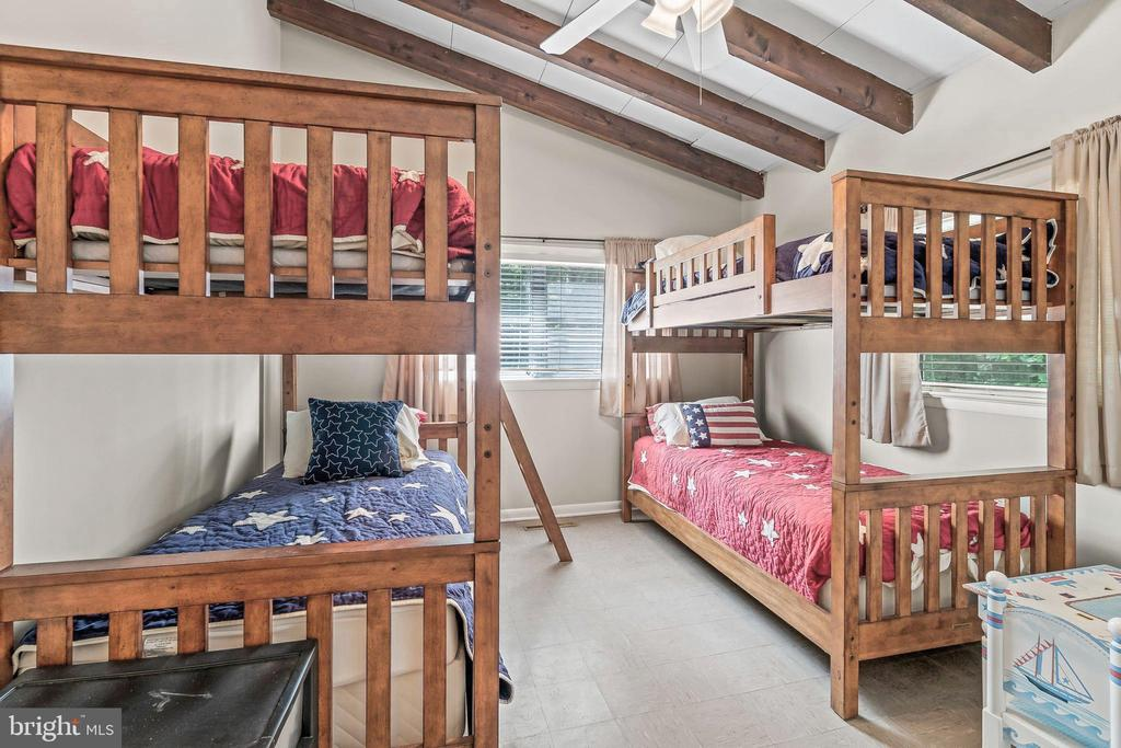 Bedroom Two has 4 bunk beds that convey - 5898 COVE HARBOUR, KING GEORGE